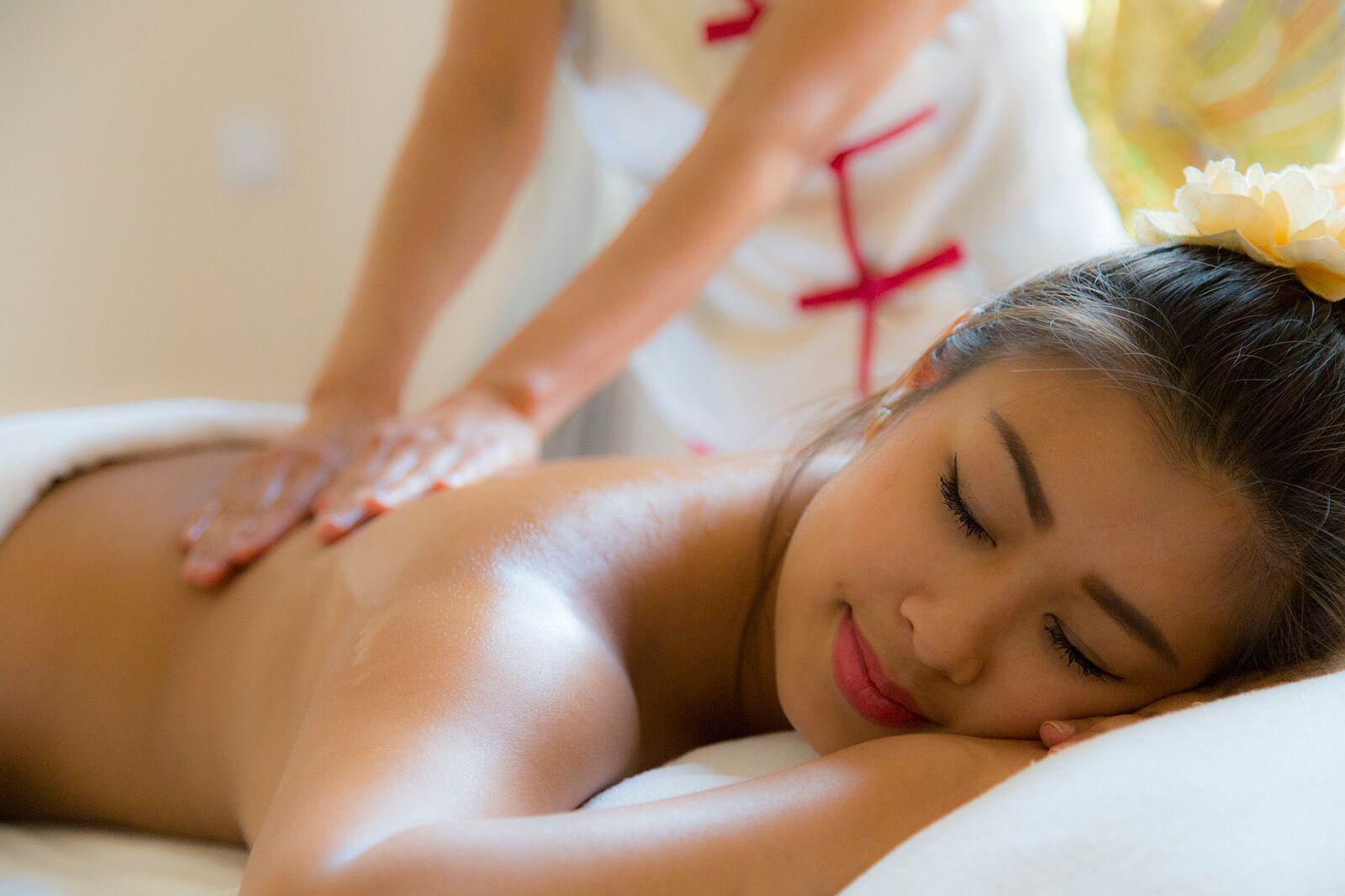 Rückenmassage bei Asia-Blend Massage